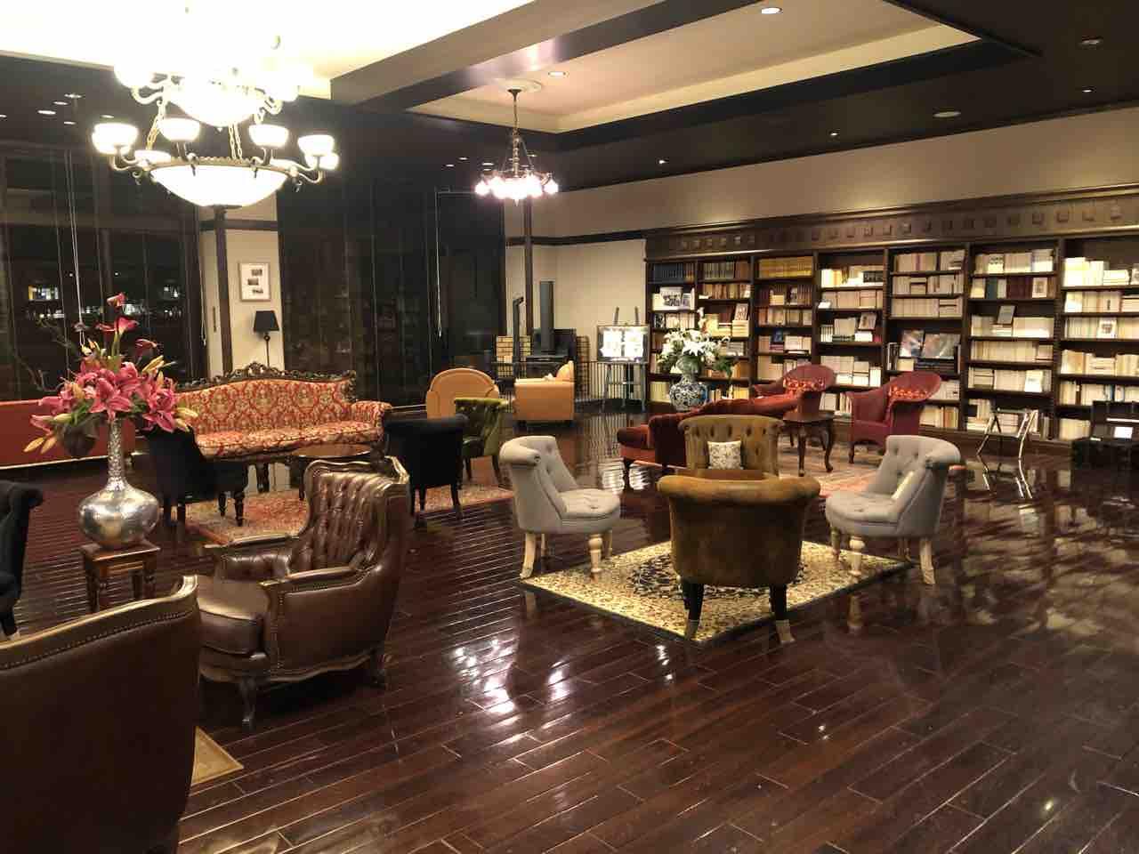 ヒュッターホテルのロビーの全景