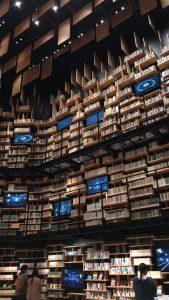 角川ミュージアム、約3万冊の本