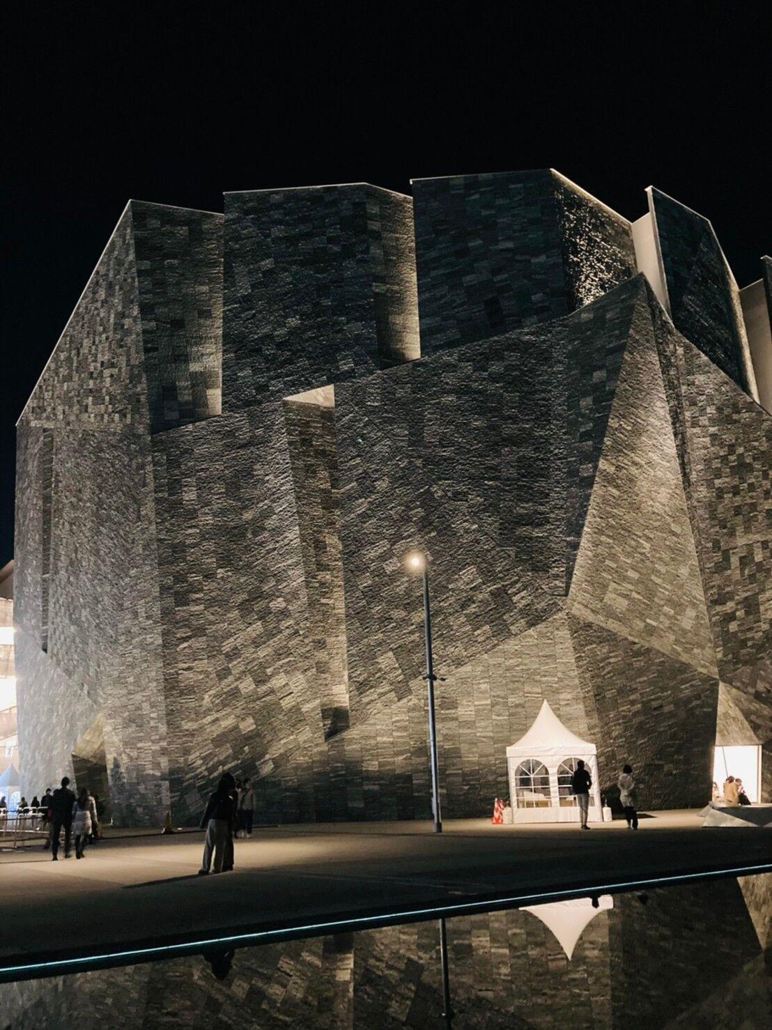 角川ミュージアム、ライトアップ