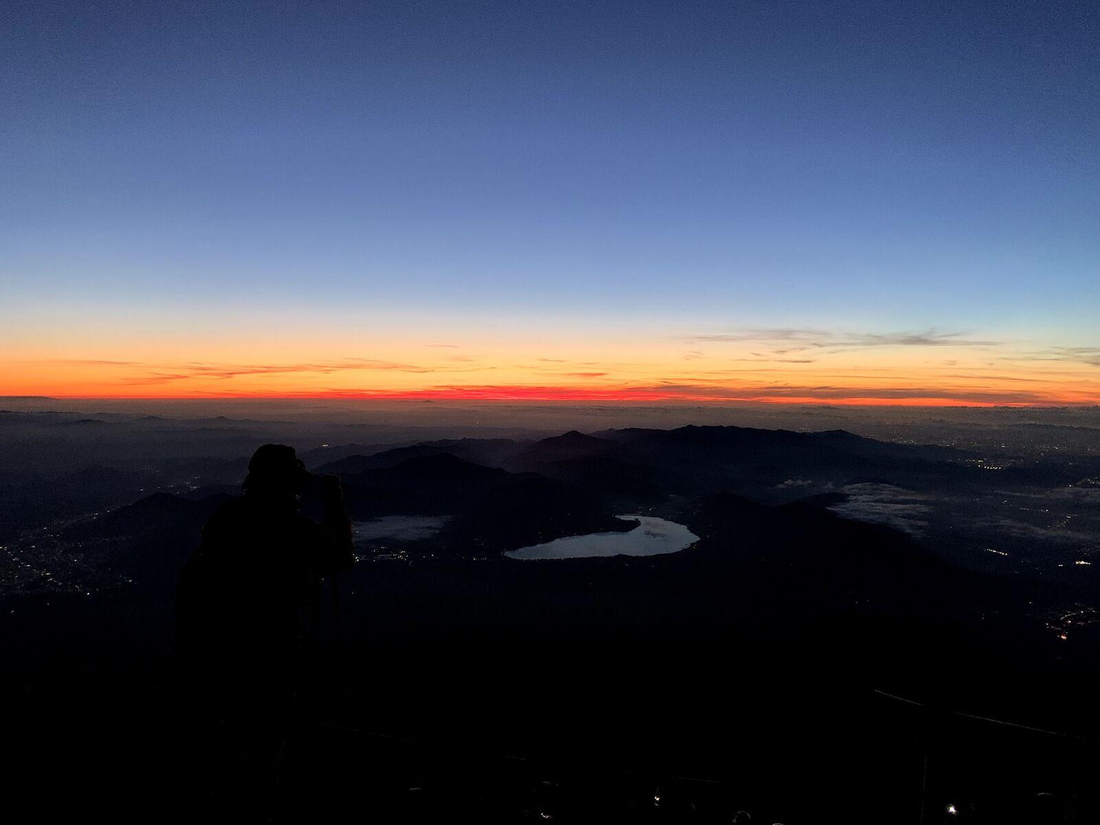 日の出前の富士さん